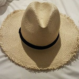 Express straw hat